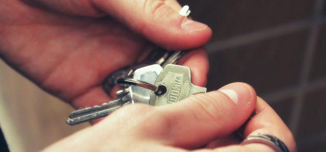 keys, hands, house